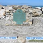 Cap des Aiguilles (Cape Agulhas) la plaque qui indique le point le plus méridional de l'Afrique et de la division entre l'océan Atlantique et l'océan Indien, Afrique du Sud. Author and Copyright Marco Ramerini