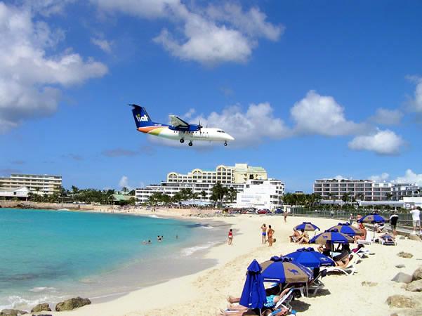 Maho Bay, Saint-Martin/Sint Maarten. Author and Copyright Marco Ramerini