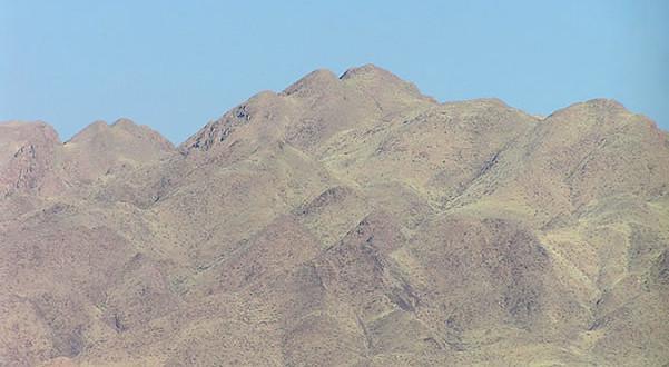 Naukluft Mountains (Naukluftberge), Namib-Naukluft N.P., Namibie. Author and Copyright Marco Ramerini.