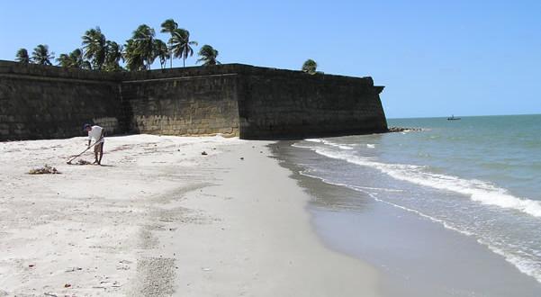 La plage de Forte Orange, Itamaracá, Pernambuco, Brésil. Author and Copyright Marco Ramerini
