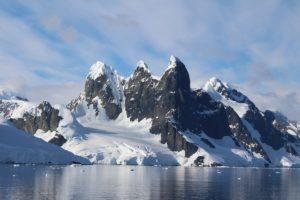 L'entrée du canal Lemaire, Antarctique. Auteur et Copyright Marco Ramerini.