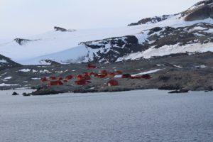 La base argentine de Baie de l'Espoir (Hope Bay / Bahía Esperanza),Détroit Antarctic (Antarctic Sound), Antarctique. Auteur et Copyright Marco Ramerini