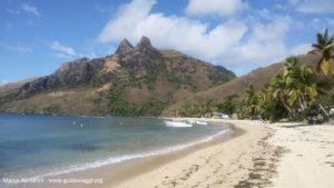 Le village de Nalauwaki, Waya, îles Yasawa, Fidji. Auteur et Copyright Marco Ramerini