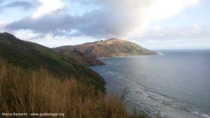 La côte au sud de Yalobi et l'île de Wayasewa, Waya, Yasawa, Fidji. Auteur et copyright Marco Ramerini