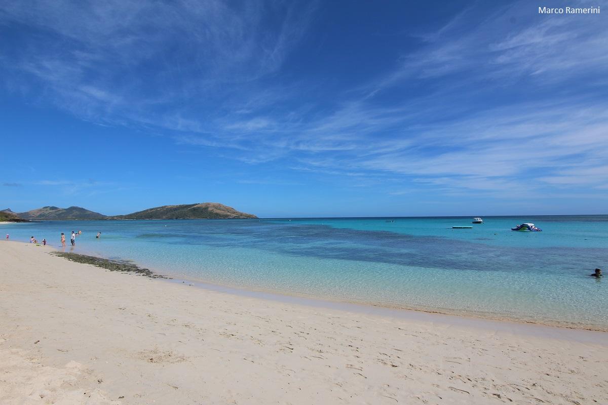 La plage du Blue Lagoon Beach Resort, Nacula, îles Yasawa, Fidji. Auteur et Copyright Marco Ramerini
