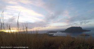 L'aube du mont Tamasua, Nabukeru, Yasawa, Fidji. Auteur et copyright Marco Ramerini