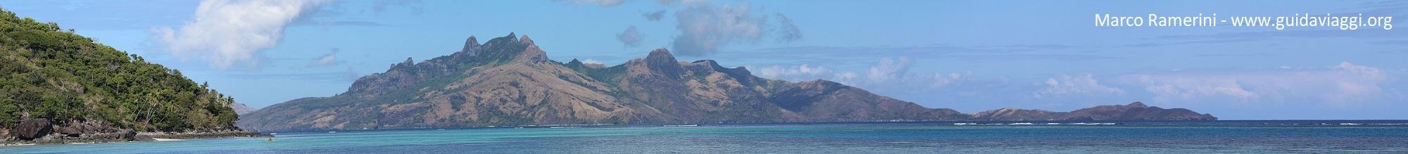 Les montagnes de l'île Waya, îles Yasawa, Fidji. Auteur et Copyright Marco Ramerini