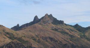Les montagnes spectaculaires de l'île de Waya, îles Yasawa, Fidji. Auteur et Copyright Marco Ramerini