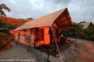 Tentes Safari, Kuata, îles Yasawa, Fidji. Auteur et Copyright Marco Ramerini
