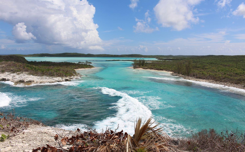 Vue depuis le monument de Christophe Colomb, Long Island, Bahamas. Auteur et copyright Marco Ramerini.