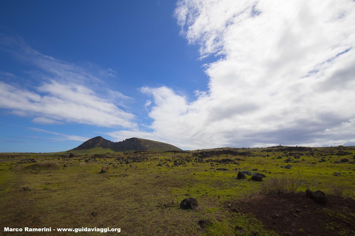Rano Raraku, Île de Pâques, Chili. Auteur et Copyright Marco Ramerini