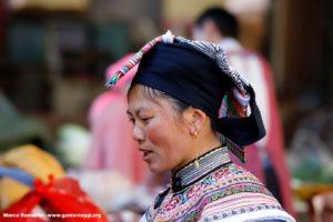 Femme, Zhoucheng, Yunnan, Chine. Auteur et Copyright Marco Ramerini