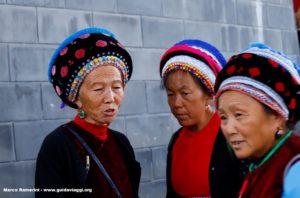 Femmes, Zhoucheng, Yunnan, Chine. Auteur et Copyright Marco Ramerini