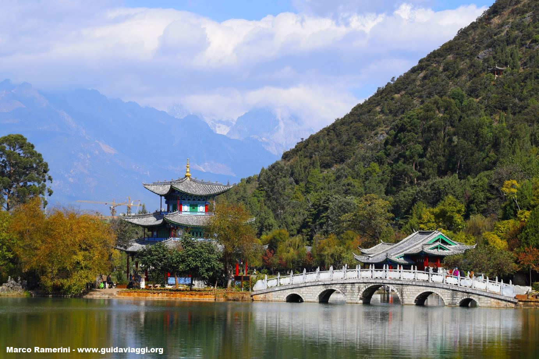 Lac du dragon noir, Lijiang, Yunnan, Chine. Auteur et Copyright Marco Ramerini
