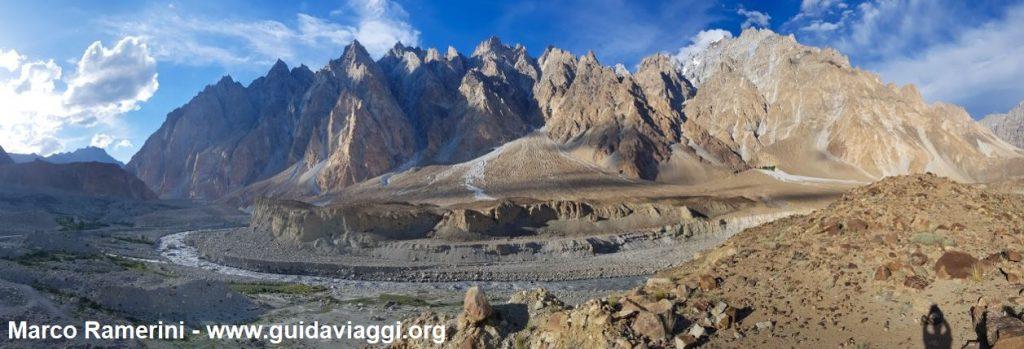 Voyage à travers les montagnes de l'Asie centrale. Cônes de Passu, vallée de Hunza, Pakistan. Auteur et Copyright Marco Ramerini.