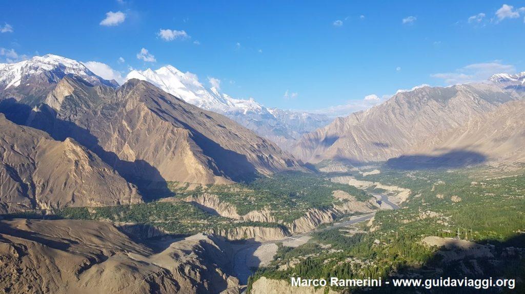 Vue de la vallée de Hunza depuis le nid de l'aigle, Pakistan. Auteur et Copyright Marco Ramerini
